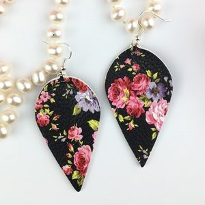 ✨ NEW STUNNING FLORAL EARRINGS